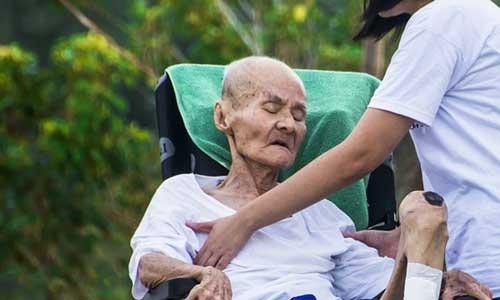 Perawat home care – Pendamping lansia di rumah
