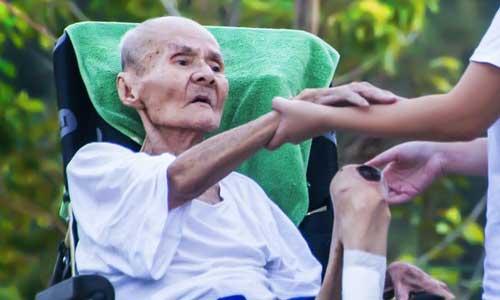 Perawat lansia di Denpasar Bali